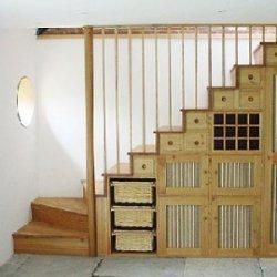 Пространство под лестницей. Как оформить?